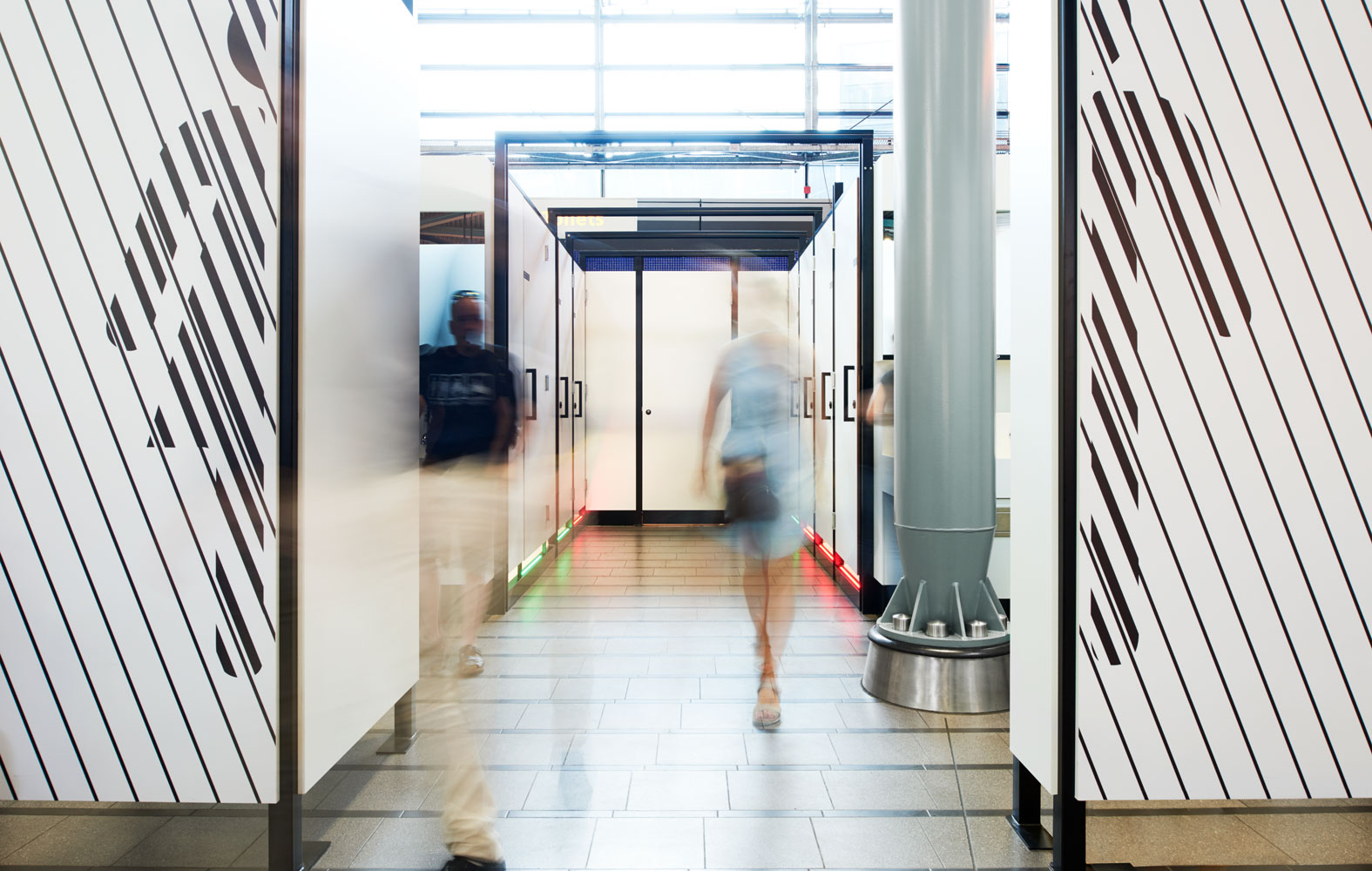 StudioErnst-PlugPlee-wandgrafiek-Schiphol-Airport3