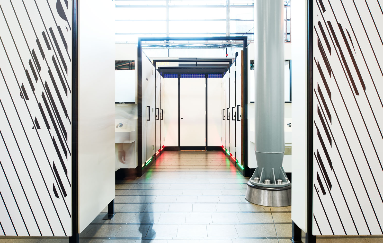 StudioErnst-PlugPlee-wandgrafiek-Schiphol-Airport4